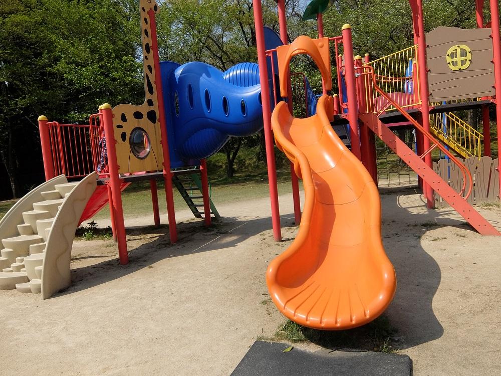 薬勝寺池公園の滑り台