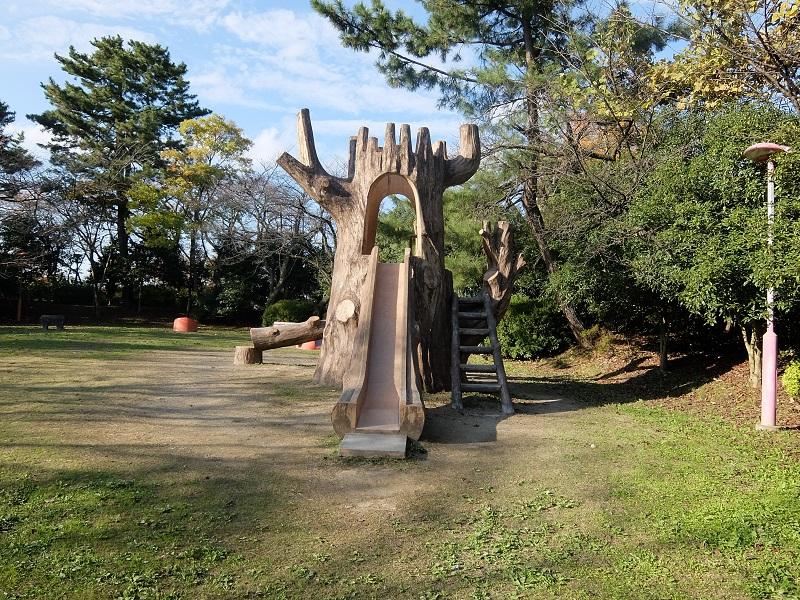 高岡古城公園の中の児童公園